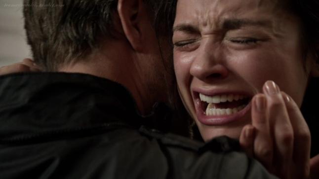 pertama kalinya aku menangis dan enggan kau rangkul